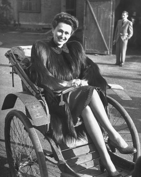 A Russian lady sitting in a rickshaw, one of the many wealthy foreigners